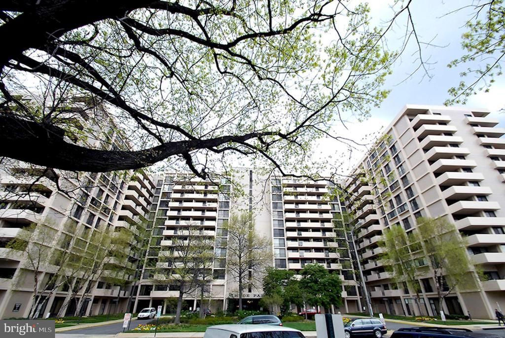 Welcome to the Hyde Park - 4141 HENDERSON RD #324, ARLINGTON