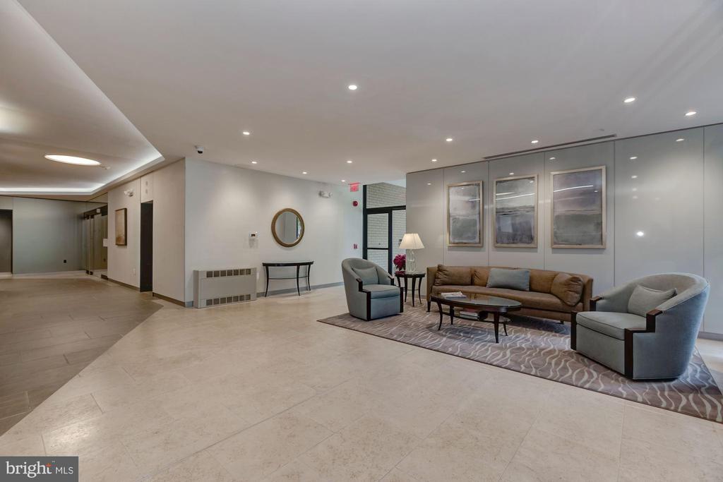 Attractive building lobby - 4141 HENDERSON RD #324, ARLINGTON