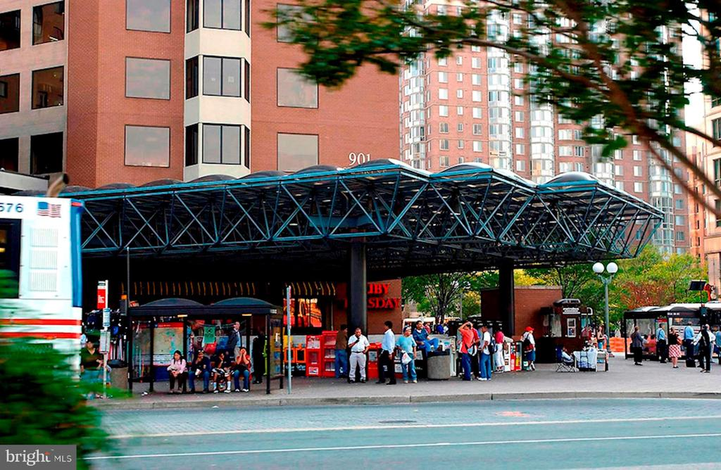 Ballston Metro very close! - 4141 HENDERSON RD #324, ARLINGTON