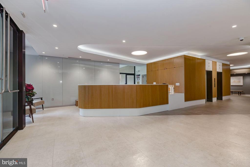 Building staffed 24/7, desk from 7am-midnight! - 4141 HENDERSON RD #324, ARLINGTON