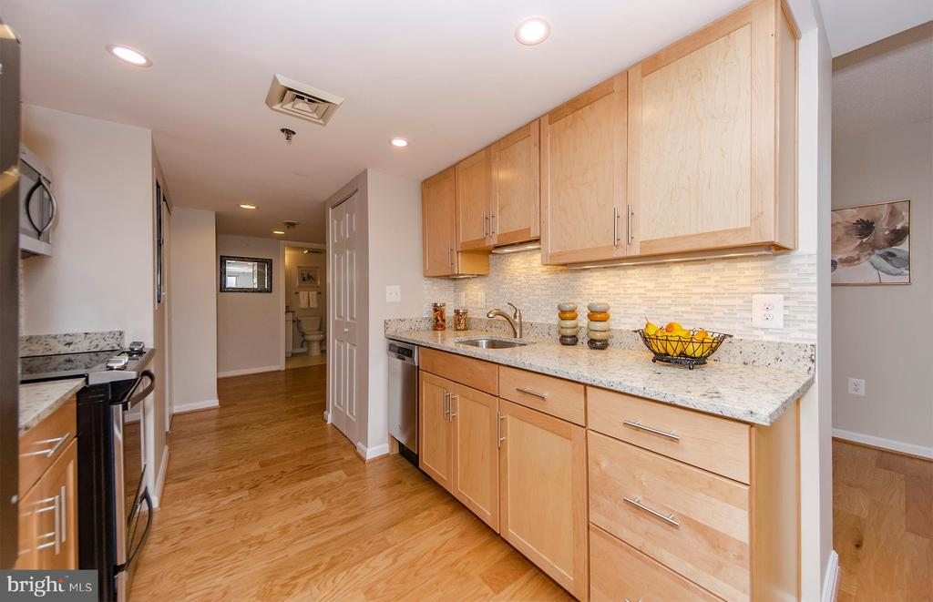Beautifully updated kitchen - 900 N TAYLOR ST #1929 AND 1931, ARLINGTON