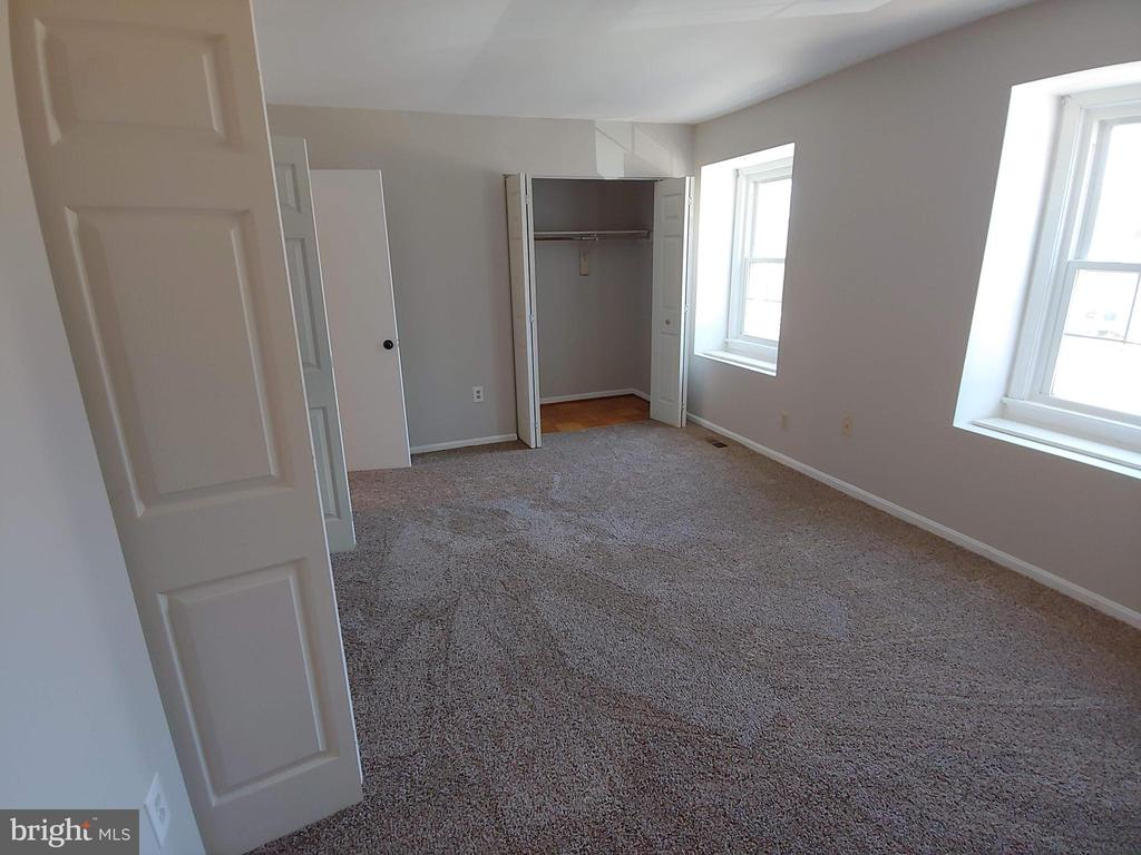 Large master with double closets - 5916 MORNINGBIRD LN, COLUMBIA