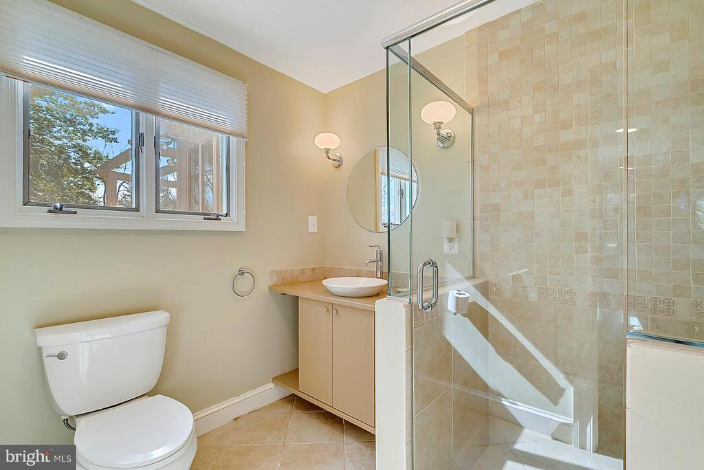 Guest Bedroom bath - 38052 SNICKERSVILLE TPKE, PURCELLVILLE