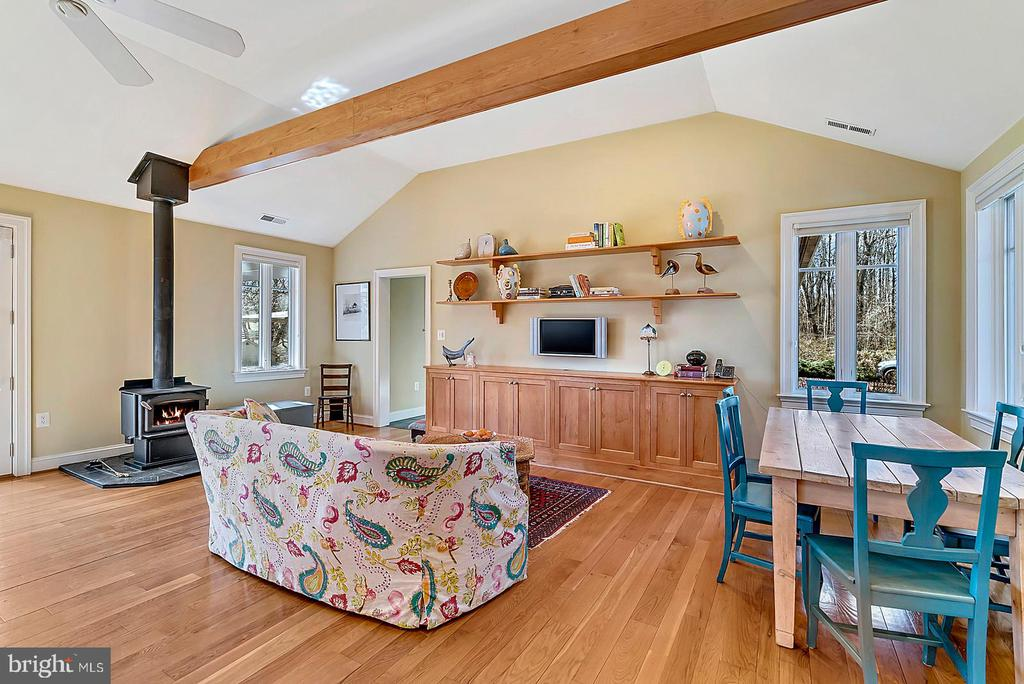 Great Room with wood stove - 38052 SNICKERSVILLE TPKE, PURCELLVILLE