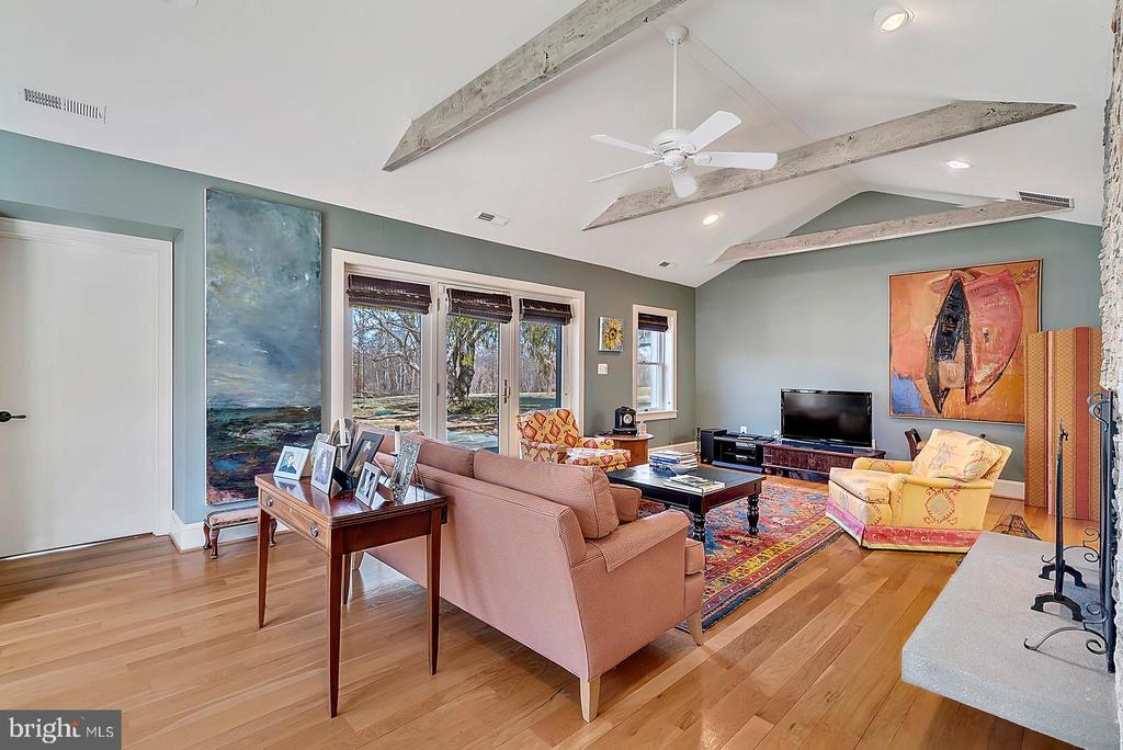 French doors from living room open onto terrace - 38052 SNICKERSVILLE TPKE, PURCELLVILLE