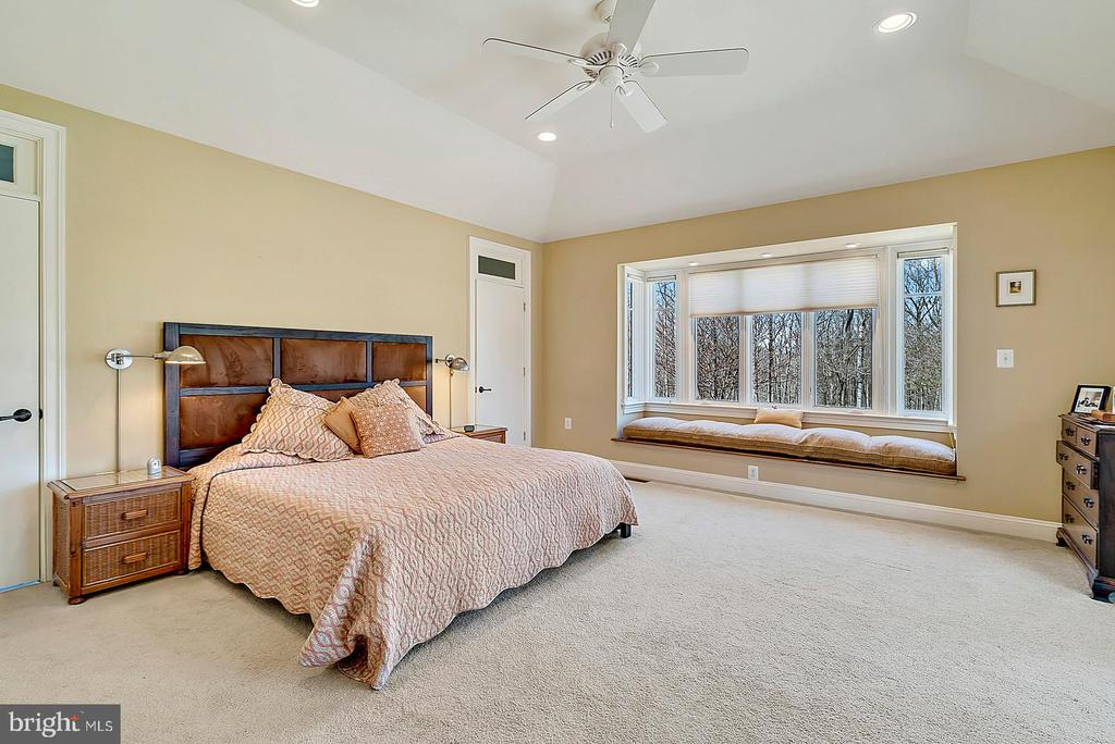 Large window set in master for relaxation - 38052 SNICKERSVILLE TPKE, PURCELLVILLE