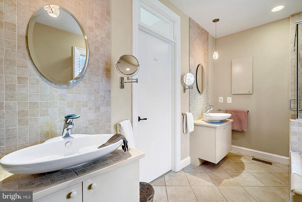Dual sinks in Master Bath - 38052 SNICKERSVILLE TPKE, PURCELLVILLE