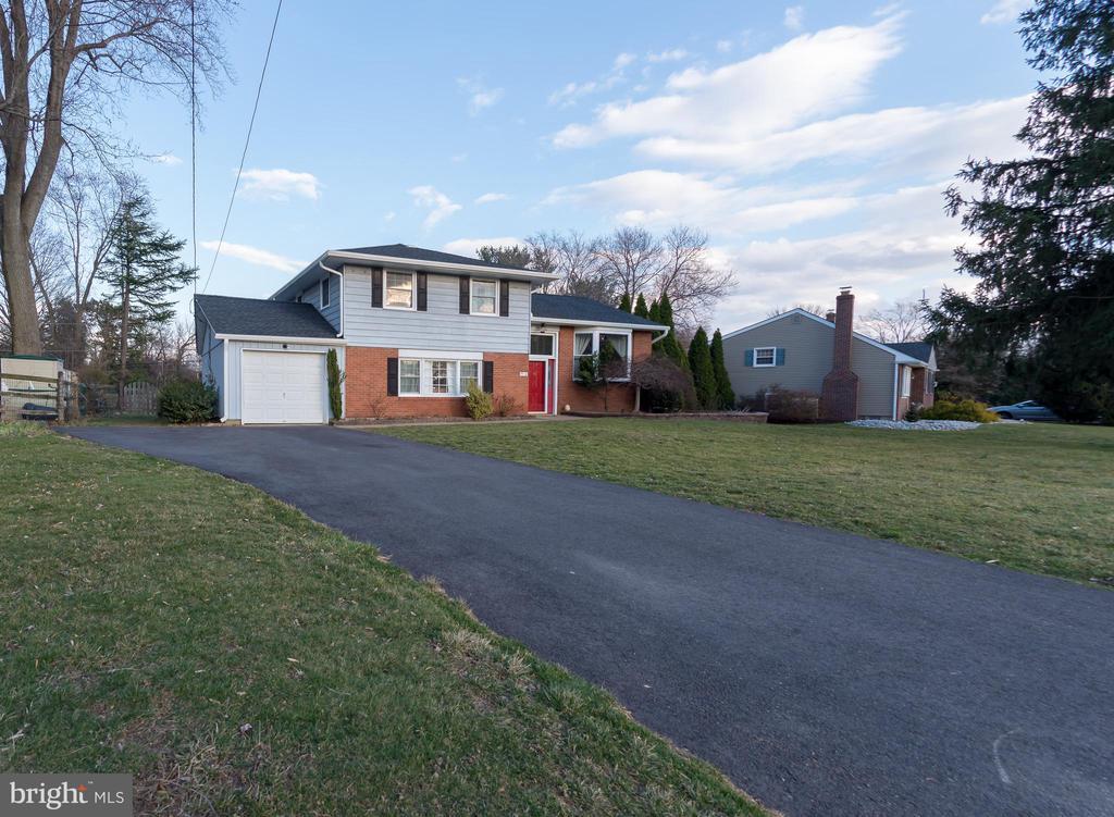 1514  MAKEFIELD ROAD, Yardley, Pennsylvania