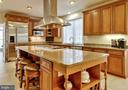 Huge island for entertaining - 8938 RHODODENDRON CIRCLE CIR, LORTON
