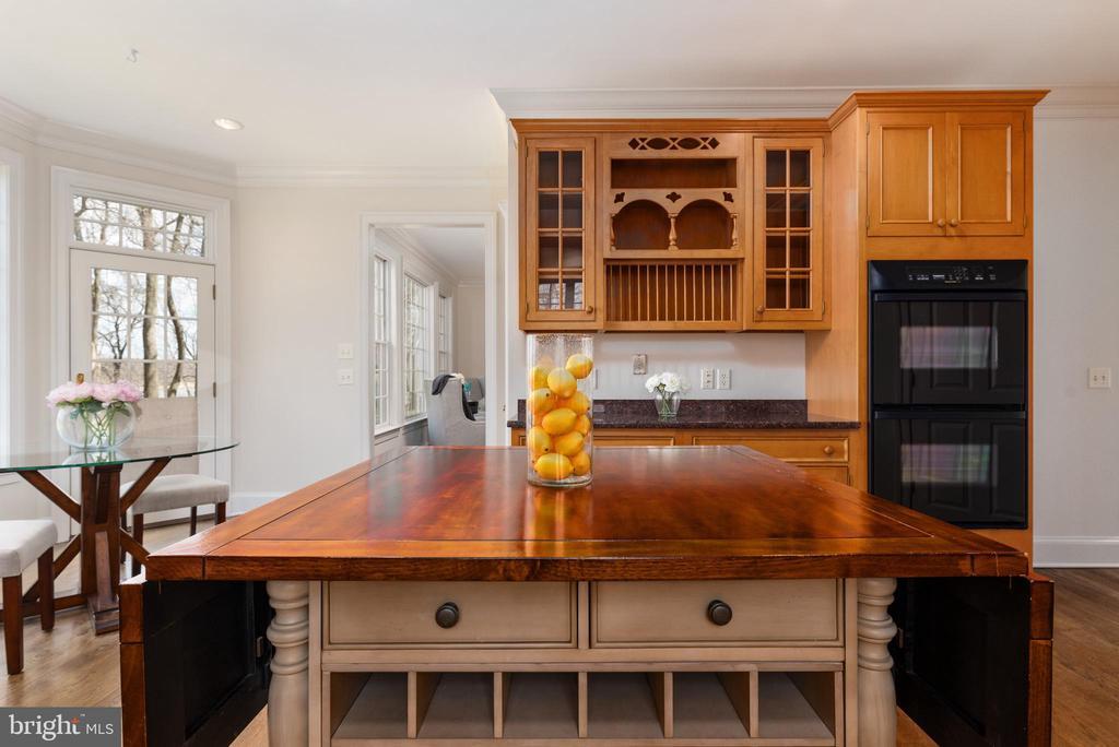 Che'fs Kitchen - 24080 CLIFF DR, WORTON