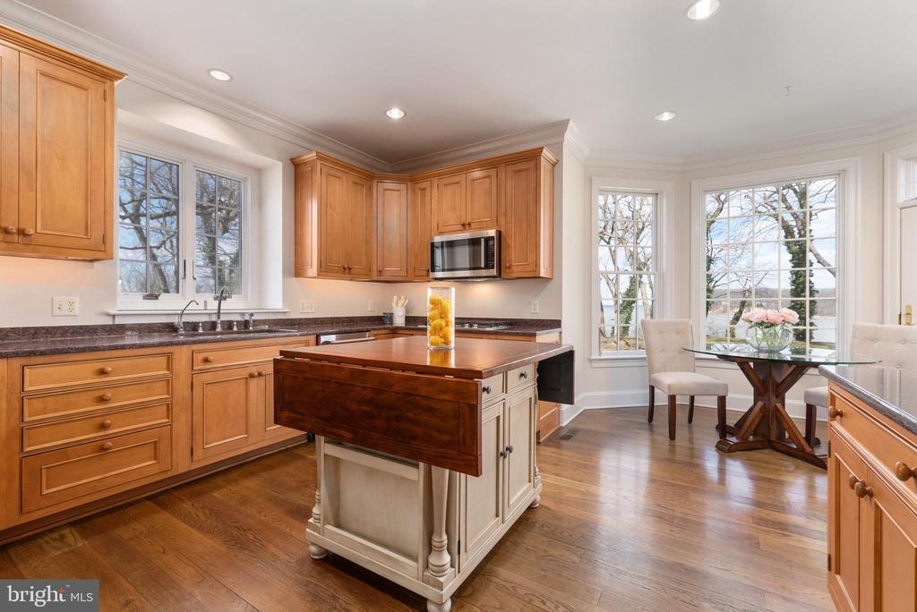 Chef's Kitchen with Sub Zero Refridgerator - 24080 CLIFF DR, WORTON