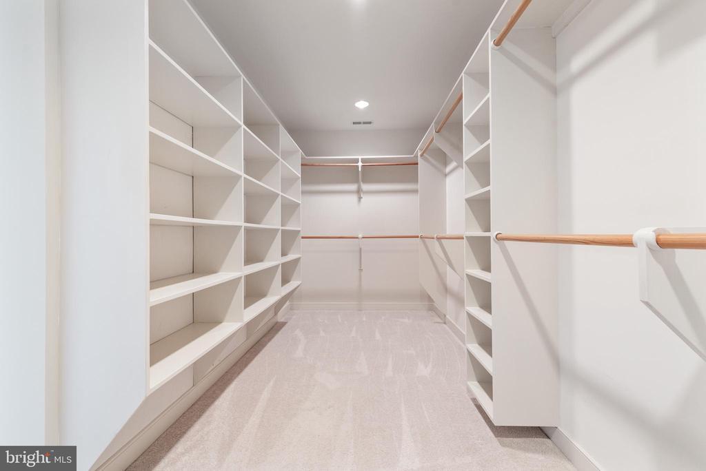 Master BR Walk In Closet - 24080 CLIFF DR, WORTON