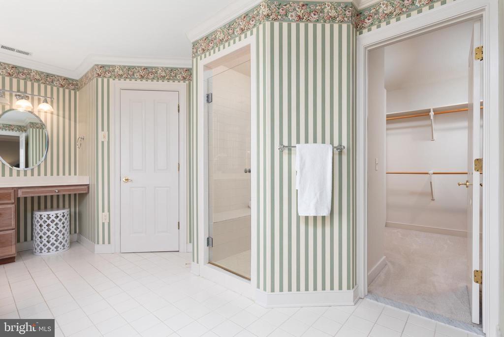 Spa Like Master Bathroom - 24080 CLIFF DR, WORTON