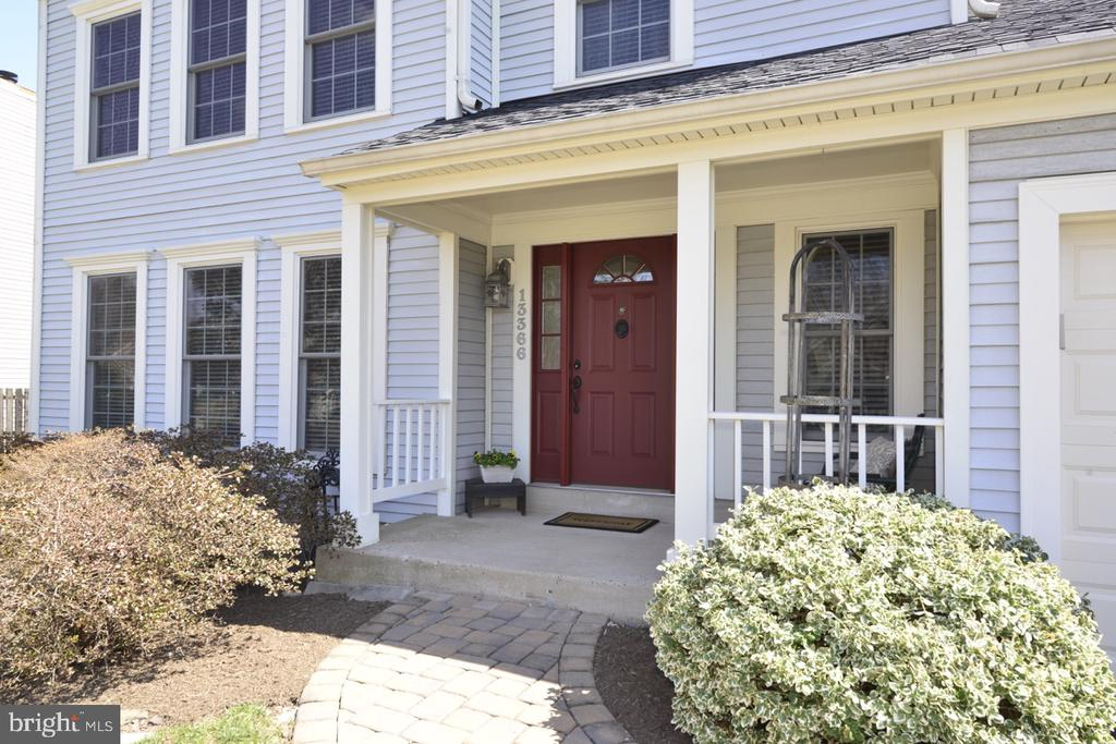 Front Porch - 13366 POINT RIDER LN, HERNDON