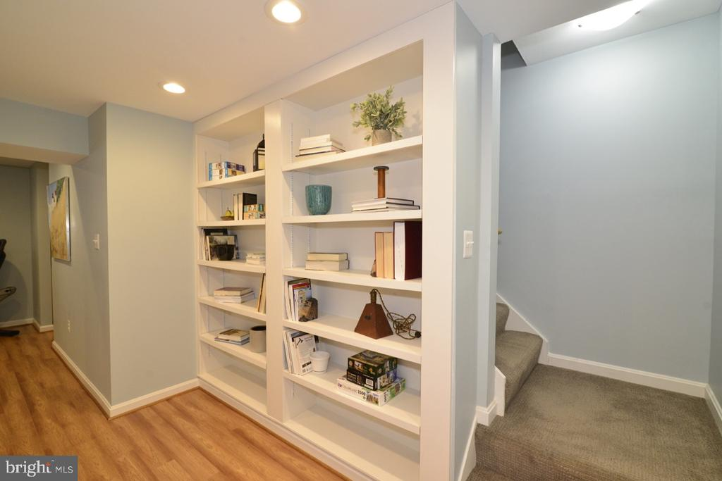 Lower Level Landing with Built-in Shelving - 13366 POINT RIDER LN, HERNDON