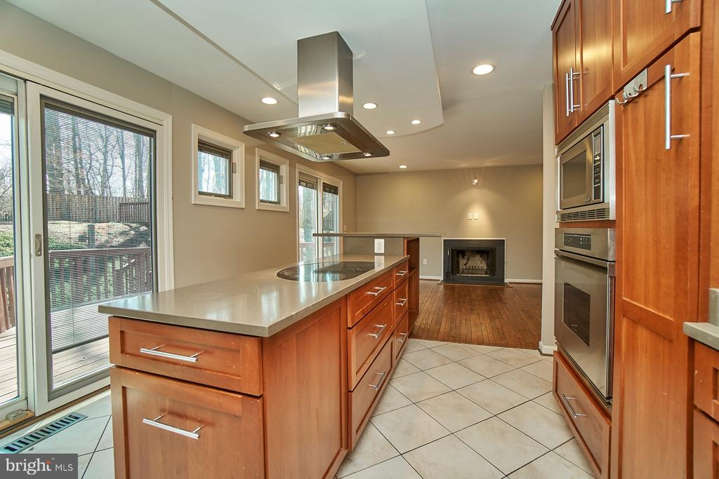 Remodeled kitchen - 8588 CORAL GABLES LN, VIENNA