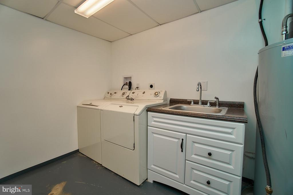 Separate laundry room - 8588 CORAL GABLES LN, VIENNA