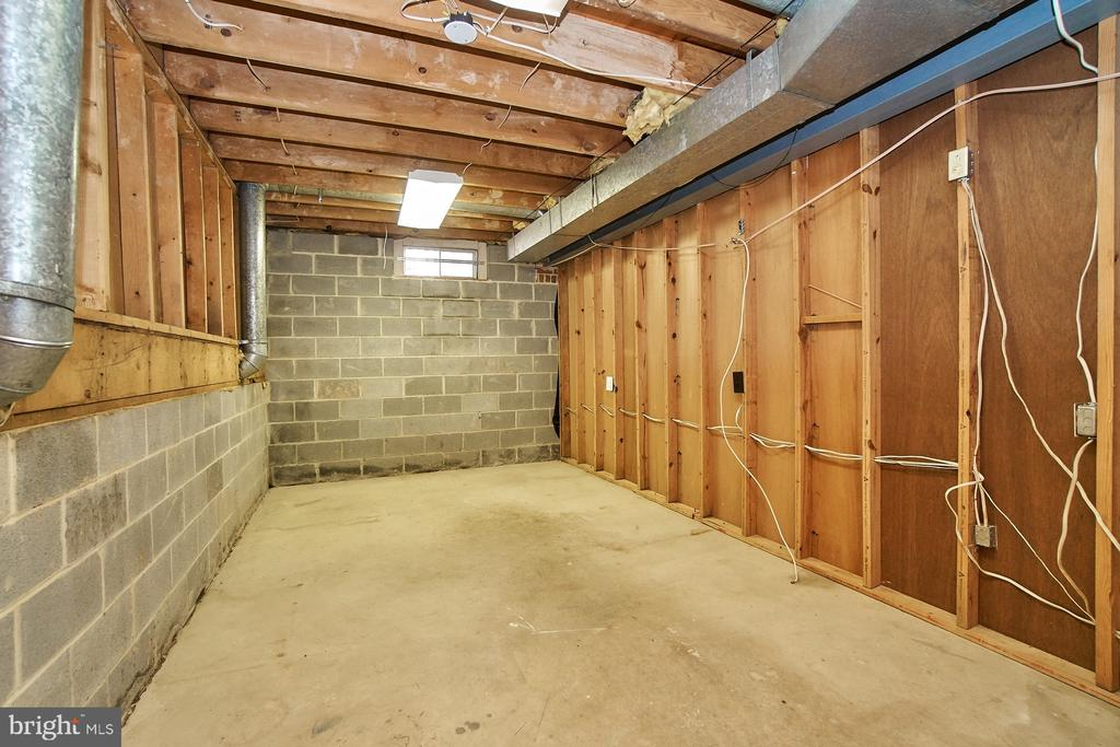 Large storage room - 8588 CORAL GABLES LN, VIENNA