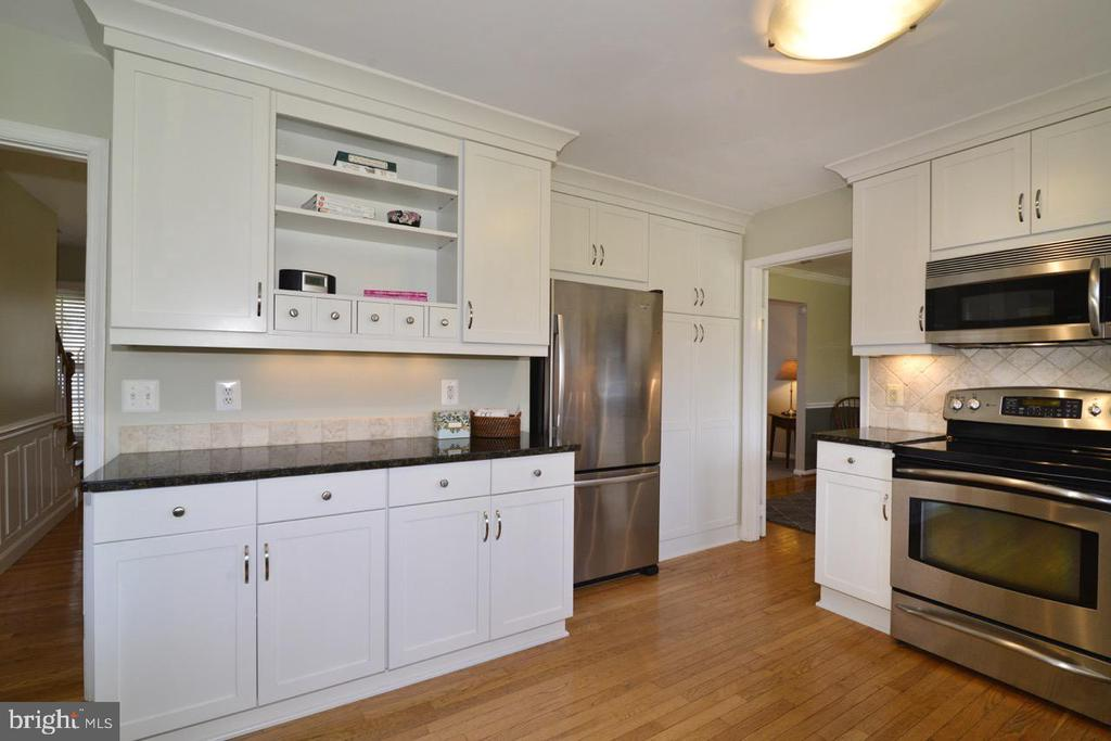 Kitchen Service Bar Area - 13366 POINT RIDER LN, HERNDON