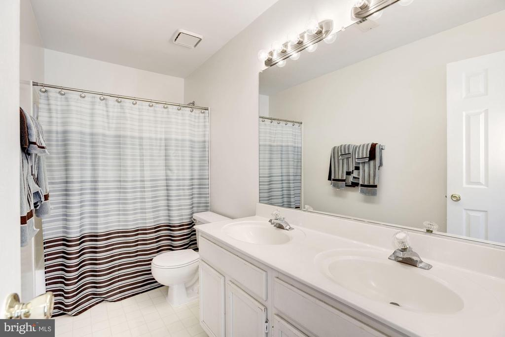 Full Bath - 47202 REDBARK PL, STERLING