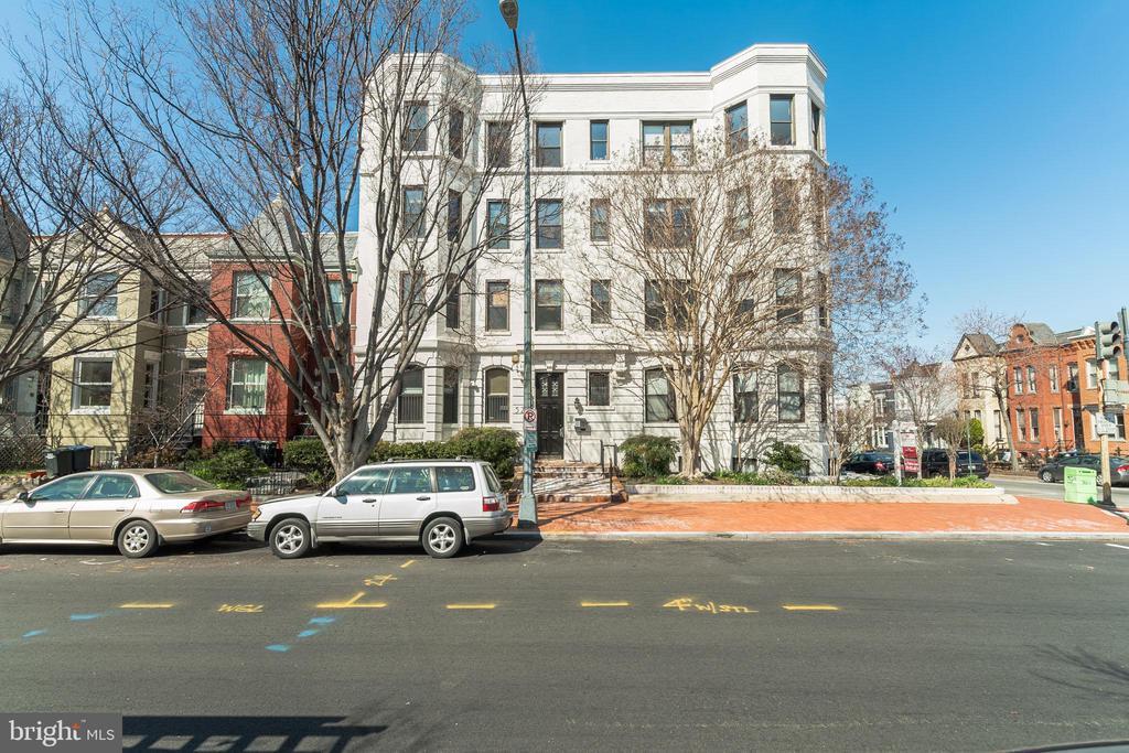 Front exterior - 520 E ST NE #302, WASHINGTON