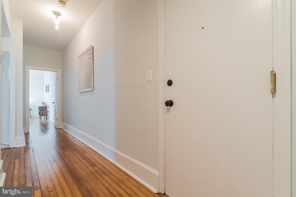 Foyer - 520 E ST NE #302, WASHINGTON