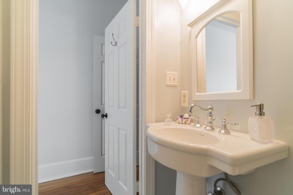 Bathroom - 520 E ST NE #302, WASHINGTON