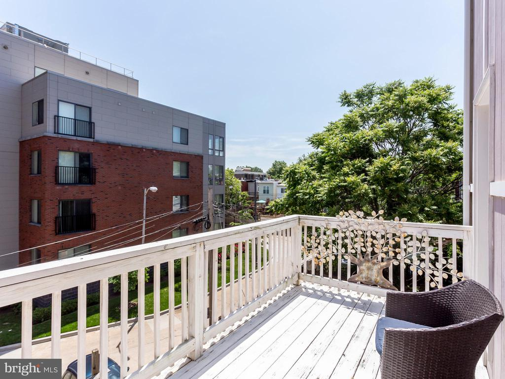 Private deck off of Bedroom 1 - 727 6TH ST NE, WASHINGTON
