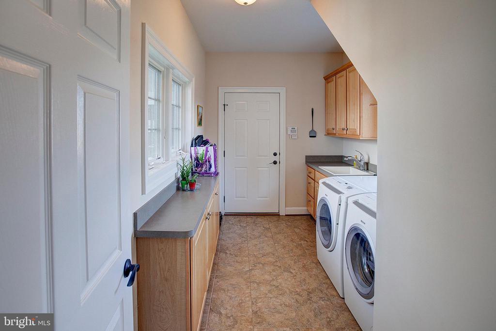 Main floor laundry - 14720 SUMMIT VIEW, PURCELLVILLE