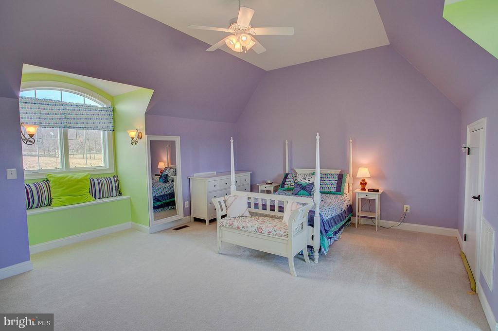 Upper level bedroom with full bath - 14720 SUMMIT VIEW, PURCELLVILLE