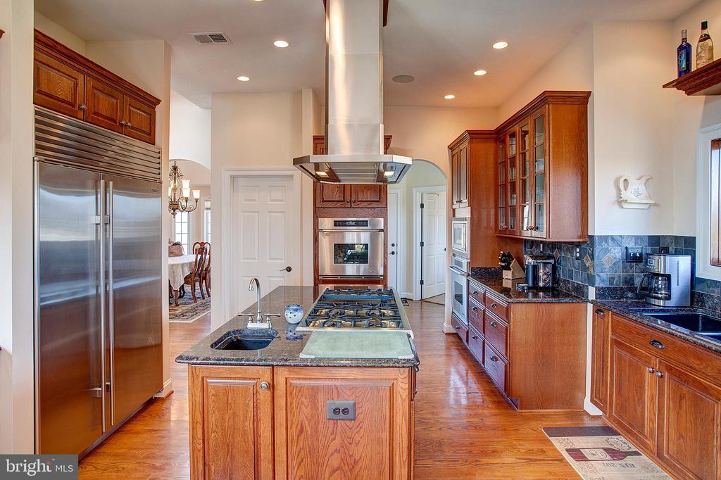 Kitchen has professional Sub Zero refrigerator - 14720 SUMMIT VIEW, PURCELLVILLE