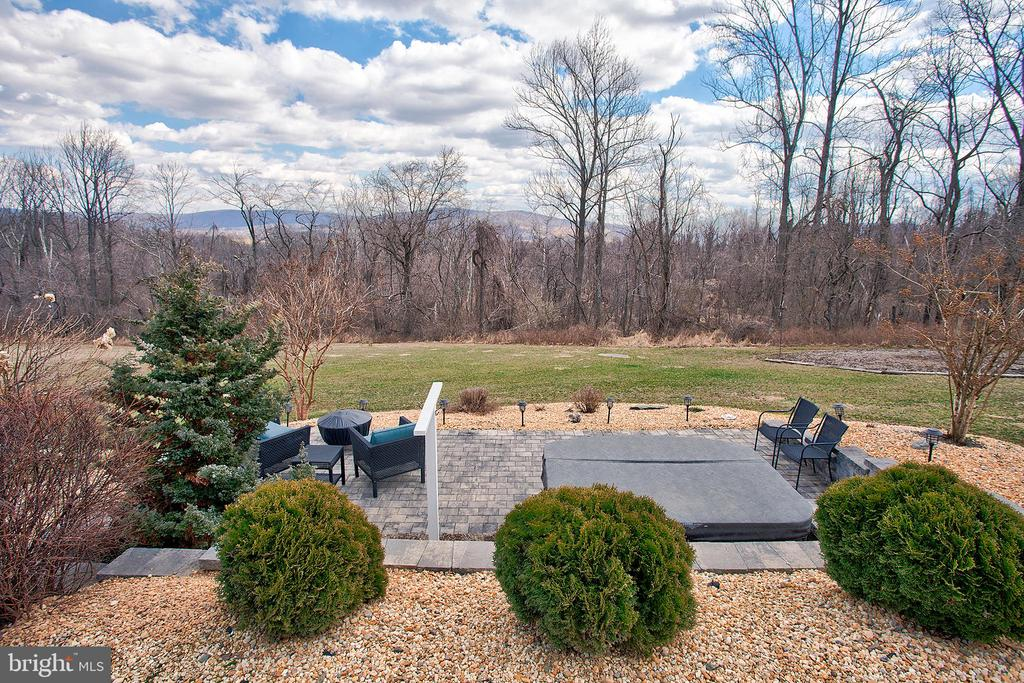 Patio and hot tub - 14720 SUMMIT VIEW, PURCELLVILLE