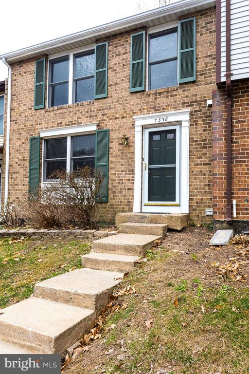 7338  GOLDEN HORSESHOE COURT, one of homes for sale in Springfield