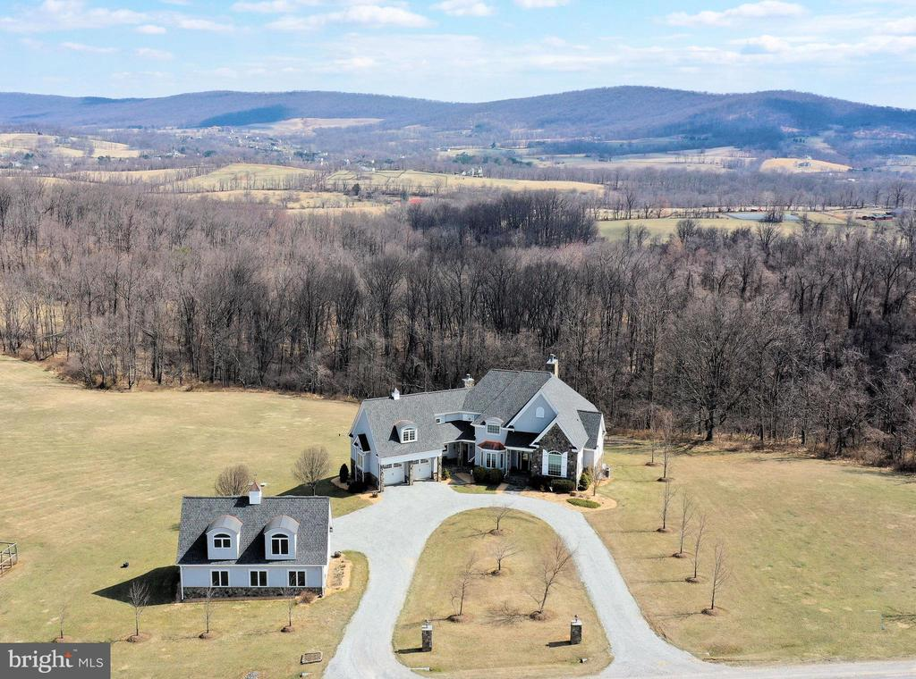Custom home on 32 acres with panoramic views! - 14720 SUMMIT VIEW, PURCELLVILLE