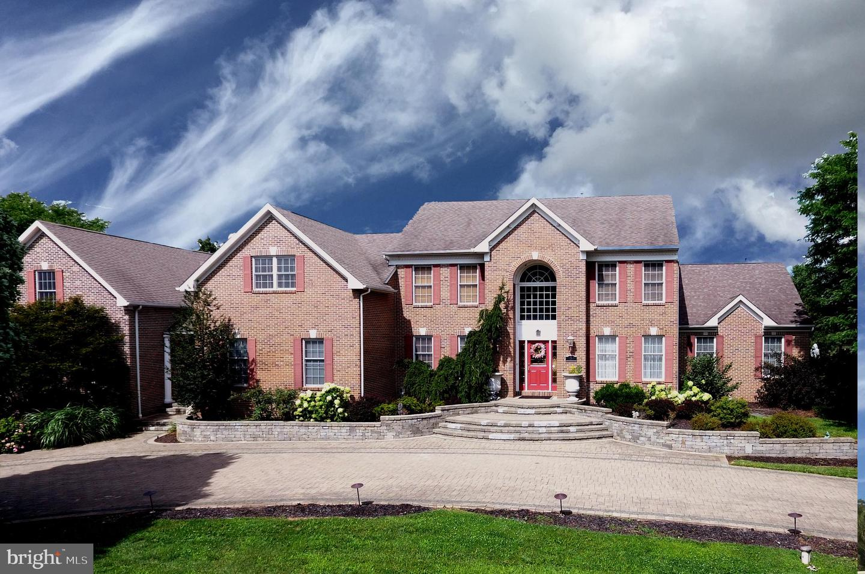 Enfamiljshus för Försäljning vid 5 HIDDEN HOLLOW Drive Hamilton, New Jersey 08620 Förenta staternaI/Runt: Hamilton Township
