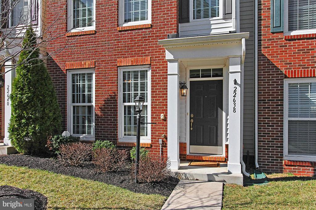 2 Stories of Brick Front Detailing+ Covered Entry! - 22638 TWITTER SQ, ASHBURN