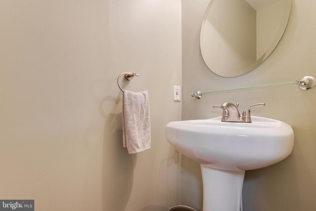 Lower Level Powder Room - 17381 SLIGO LOOP, DUMFRIES