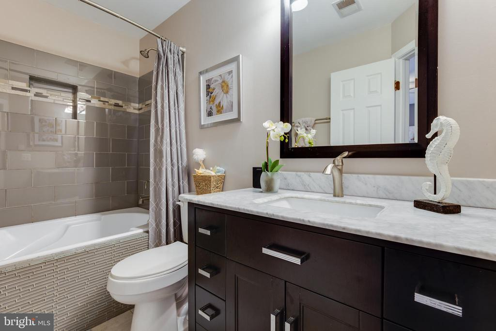 Master Bath - 17381 SLIGO LOOP, DUMFRIES