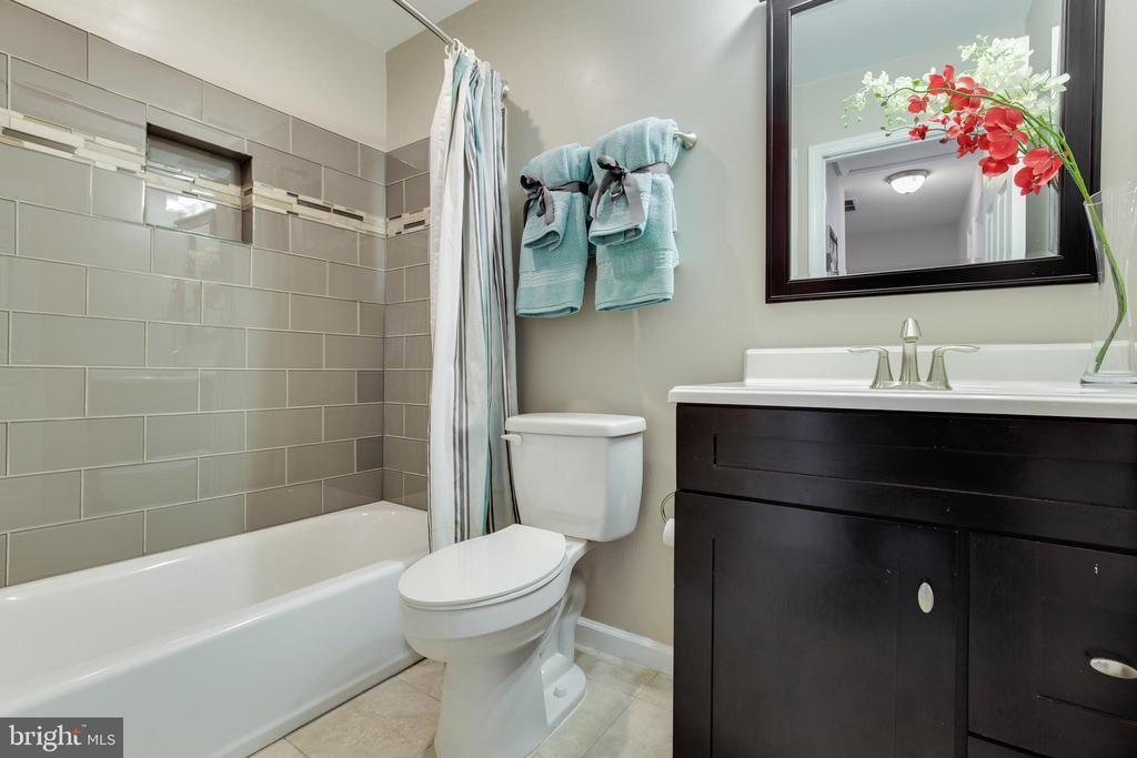 2nd Full Bath - 17381 SLIGO LOOP, DUMFRIES