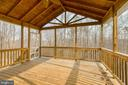 HUGE Screened porch perfect for beautiful days - 40 KNOTSANCHOR LN, FREDERICKSBURG