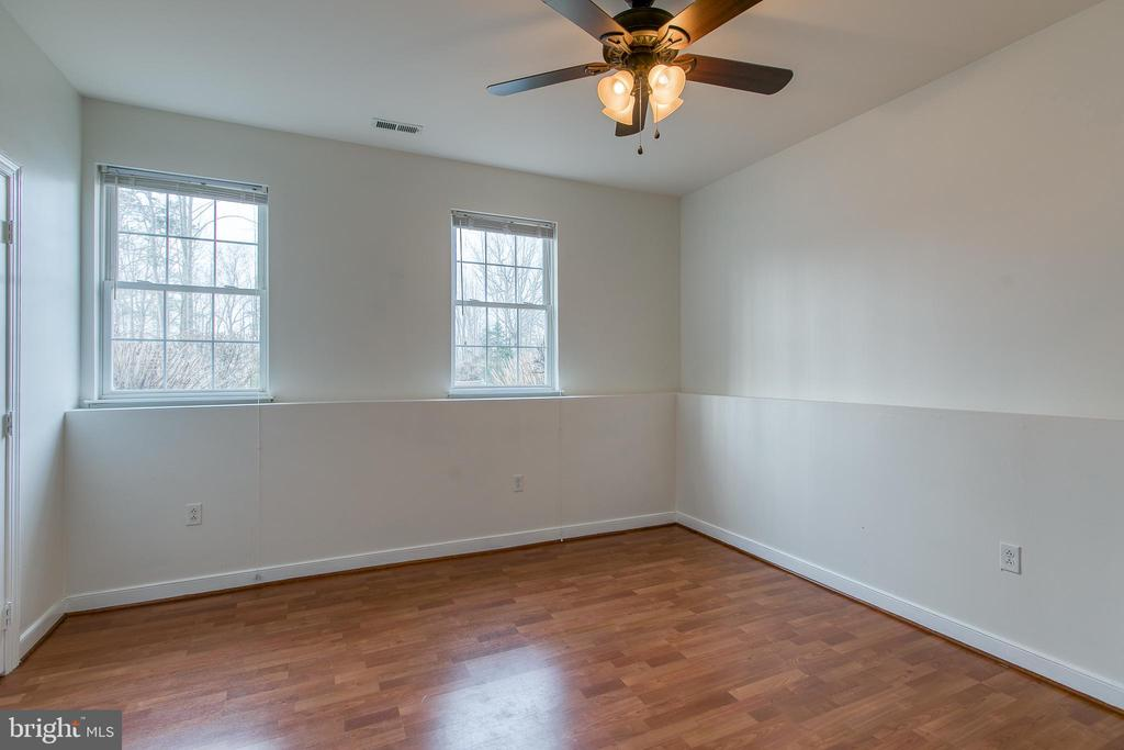 Large bedrooms downstairs give plenty of space - 40 KNOTSANCHOR LN, FREDERICKSBURG