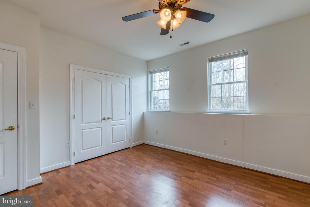 Large closets and natural light - 40 KNOTSANCHOR LN, FREDERICKSBURG