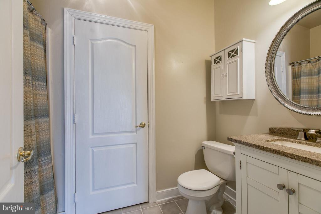 Lower level bathroom for guests and family - 40 KNOTSANCHOR LN, FREDERICKSBURG
