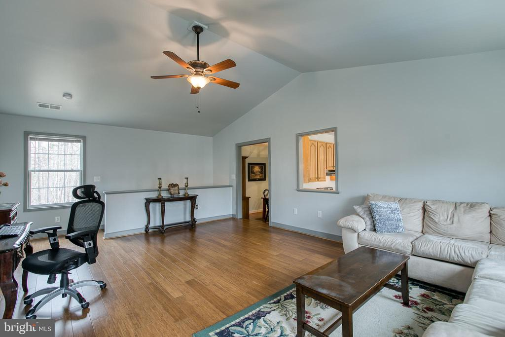 Second main story family room - 40 KNOTSANCHOR LN, FREDERICKSBURG