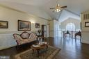 Formal living adorned with ornate molding - 40 KNOTSANCHOR LN, FREDERICKSBURG