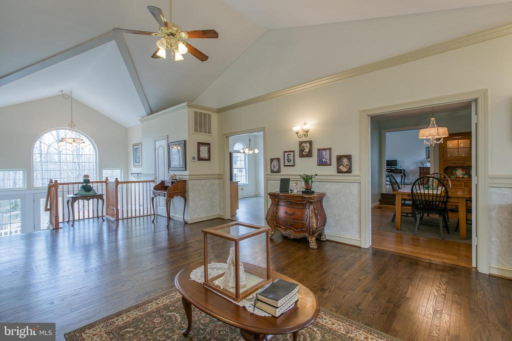 large doorways for open feeling - 40 KNOTSANCHOR LN, FREDERICKSBURG