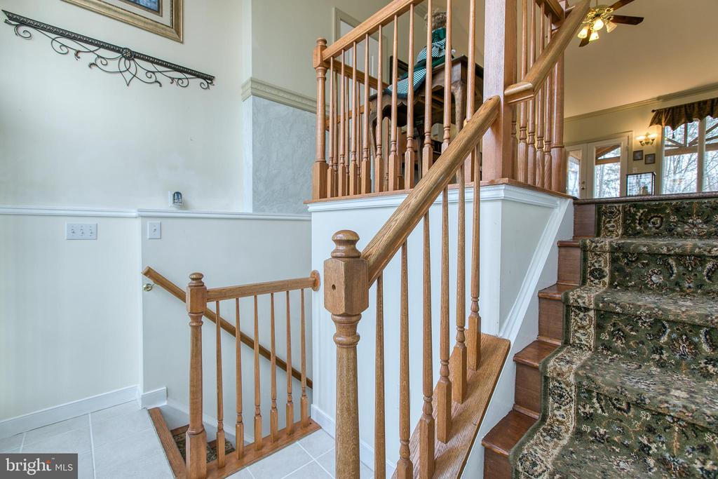 spacious foyer with plenty of space - 40 KNOTSANCHOR LN, FREDERICKSBURG