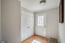 Bright & sunny foyer - 5995 POWELLS LANDING RD, BURKE