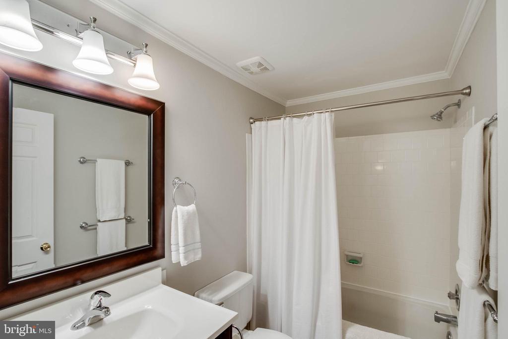 Updated bath - 5995 POWELLS LANDING RD, BURKE