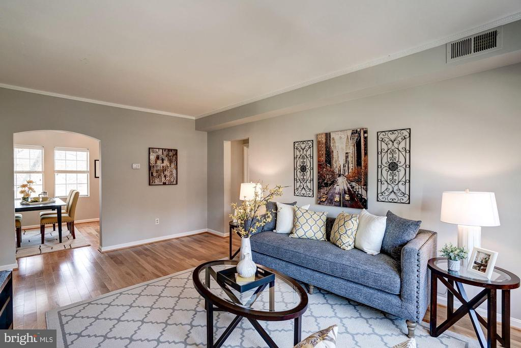 Living Rm w/ Curved Archway that Leads into Dining - 1735 N TROY ST #8-415, ARLINGTON